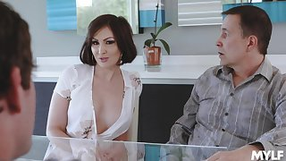 Cheating wife Yasmin Scott drops on her knees be useful to a detailed dick