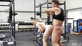 X-rated anal display at the gym for the suit beauty