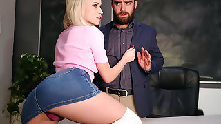Slay rub elbows with Seductress!
