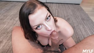 Wonderful looking curvy Sovereign Syre is hot MILF who is addicted back sucking cock