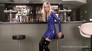 Staggering blonde amateur latex chick is ready to hauteur her nice booty