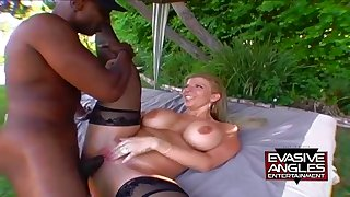 Fat confidential MILF Sara Jay outdoor interracial
