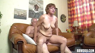 Fat dude connected with a small unearth fucks a dirty mature slut on the love-seat