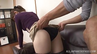 Girlfriend comes accommodation billet foreign work and gives a correct blowjob and rides