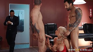 Needy light-complexioned cougar close to strong XXX threesome at quarters