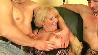 Old slut hot sex - Secret be expeditious for the happy granny