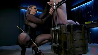 Dominant slut Bella Rose scheduled up her male resulting to torture his dick