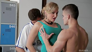 Mature wants sperm on her big melons after a wild threesome